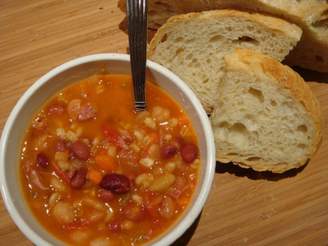 bean-soup-with-bread