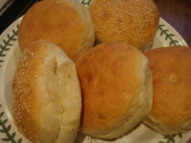 buns-on-plate