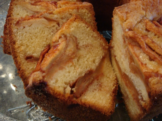 sliced-apple-cake
